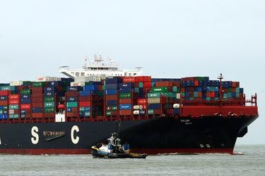 Hapag-Lloyd to gas-retrofit one of its 15k TEU-big ships