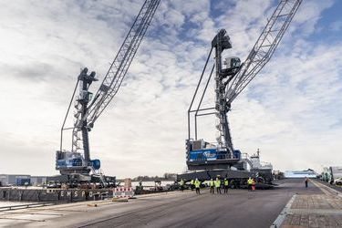 Two Liebherr cranes for Emden