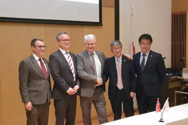 NYK and Dualog sign R&D contract