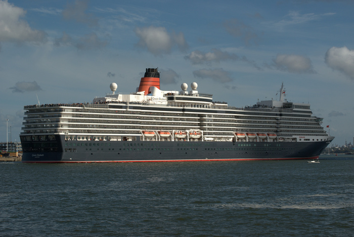 The cruise ship Queen Elizabeth (photo: Wikimedia Commons)